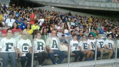 Manifestantes no estádio do Mineirão.