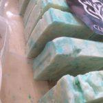 Υπολείμματα σαπουνιού ανακυκλώνονται σε νέα σαπούνια με «κοινωνικό» προορισμό