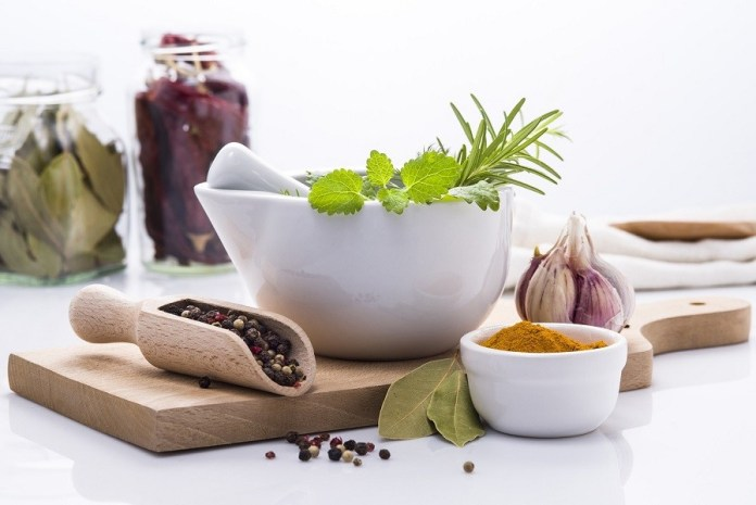 05 ways to Preserve your Herbs in 5 Minutes