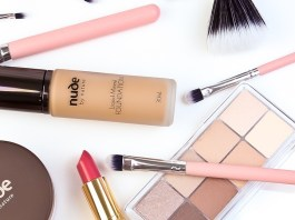 How to Avoid an Allergic Reaction to Your Mineral Makeup