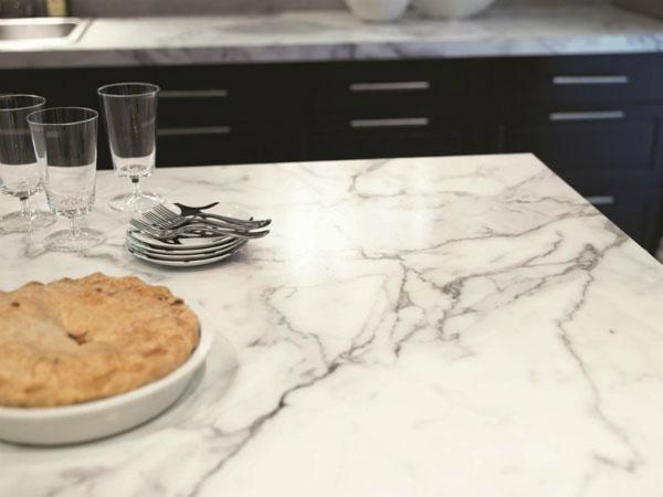 1.298 Enlever une tache de cambouis sur du marbre.jpg