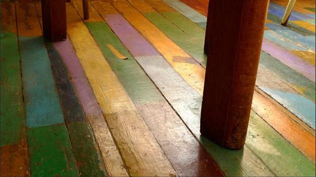 1.337 Enlever une tache d'herbe sur du bois peint.jpg