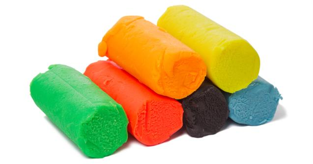 1.539 Taches de pâte à fix ou de pâte à modeler sur du cuir.jpg