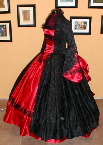 https://i2.wp.com/bios.weddingbee.com/pics/186875/victorian_wedding_dress.jpg