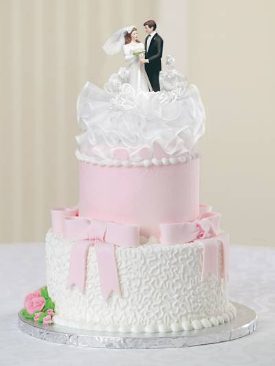 Do you like this cake  Don t get me wrong  it s pretty  and we are trying to get something  500 or  lower  However  I have always pictured having an over the top wedding cake  and