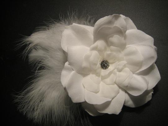 DIY birdcage veil & hair fascinator :  wedding diy birdcage hair fascinator flower tutorial  1