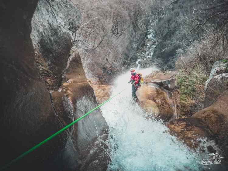 Une journée complète de canyoning aventure dans les contreforts du Vercors !