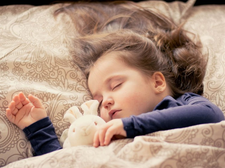dzieci za krótko sypiające są co najmniej 4,2 razy bardziej podatne na otyłość