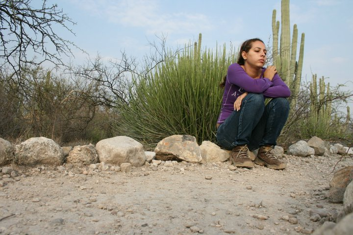 Jazmin taking a break after a hard day of fieldwork. (Photo by C. Cruz M.).