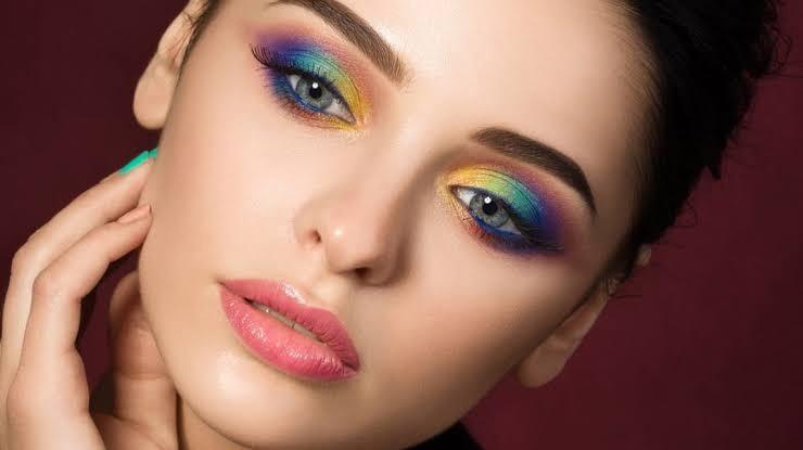 Gökkuşağı Göz Makyajı Nasıl Yapılır?
