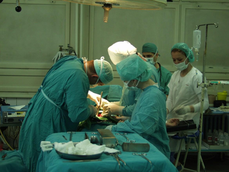 surgeon-1530309