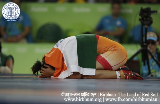 India's Sakshi Malik reacts after winning bronze against Kyrgyzstan's Aisuluu Tynybekova in the the 2016 Summer Olympics in Rio de Janeiro, Brazil, Wednesday, Aug. 17, 2016. (AP Photo/Markus Schreiber)