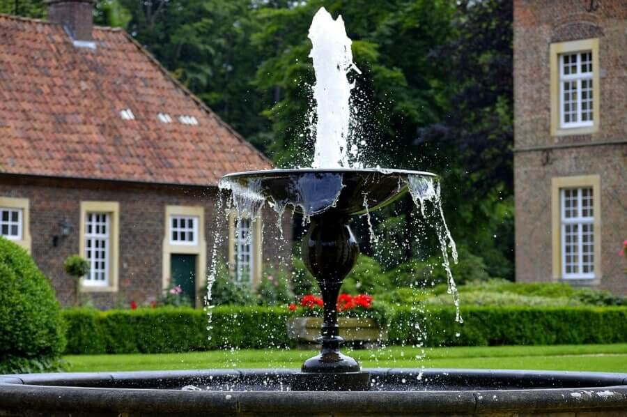 Water features and birdbaths – What is the difference?