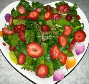çilekli mercimek salatası