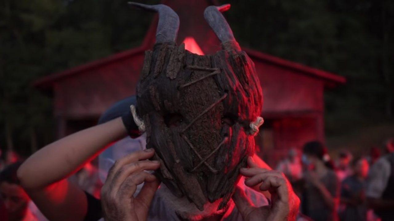 maschera-legno-a-classic-horror-story