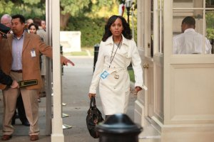 scandal-107-olivia-white-house-gate