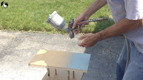 How to hold the paint gun when painting using a spray gun