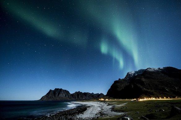 aurora-borealis-1032517_1920