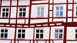 window-3093894_1920