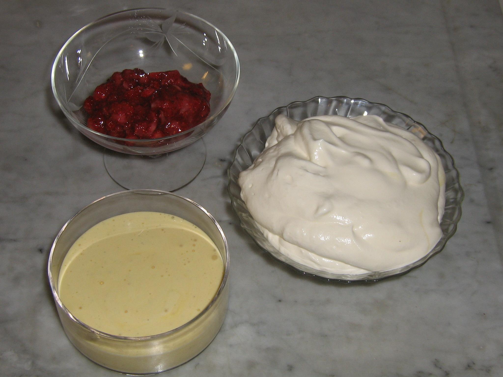 Ingredienser till hemlagad Bär-Glass