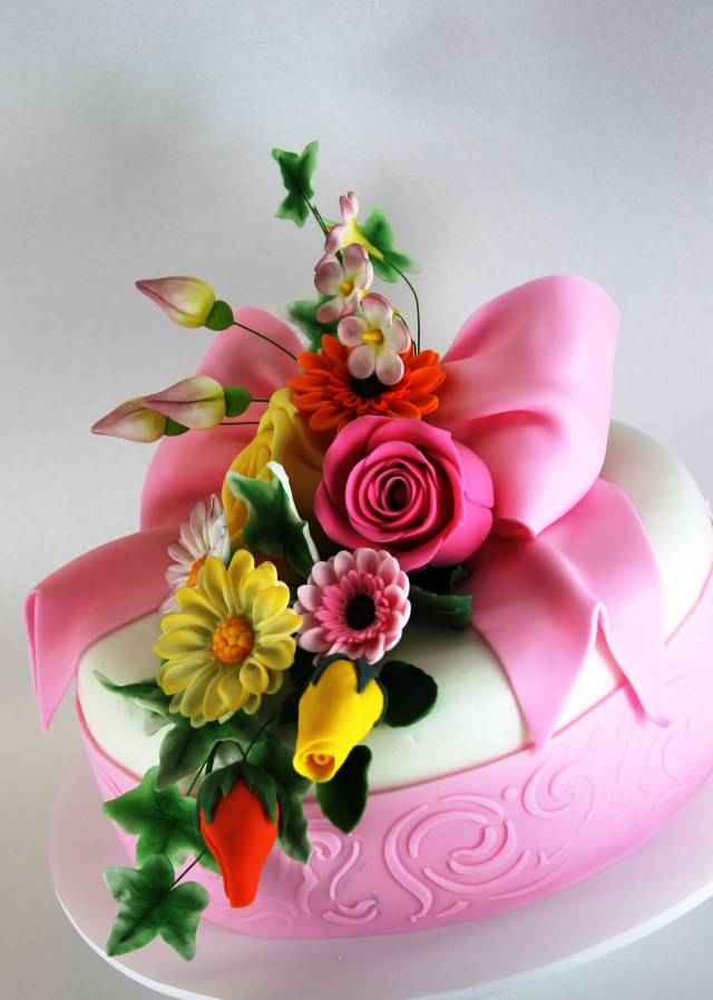 Happy Birthday Cake And Flowers Beautiful Birthday Cake Today December 27th Happy Birthday Mom