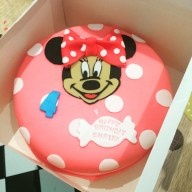 Minnie Mouse Birthday Cakes 9in Round Minnie Mouse Fondant Cake 16 22feeds Runaway Cupcakes