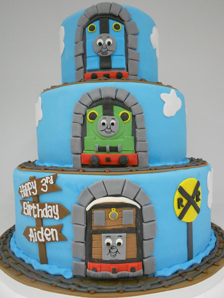 Stupendous Thomas And Friends Birthday Cake Thomas And Friends Birthday Cake Birthday Cards Printable Opercafe Filternl
