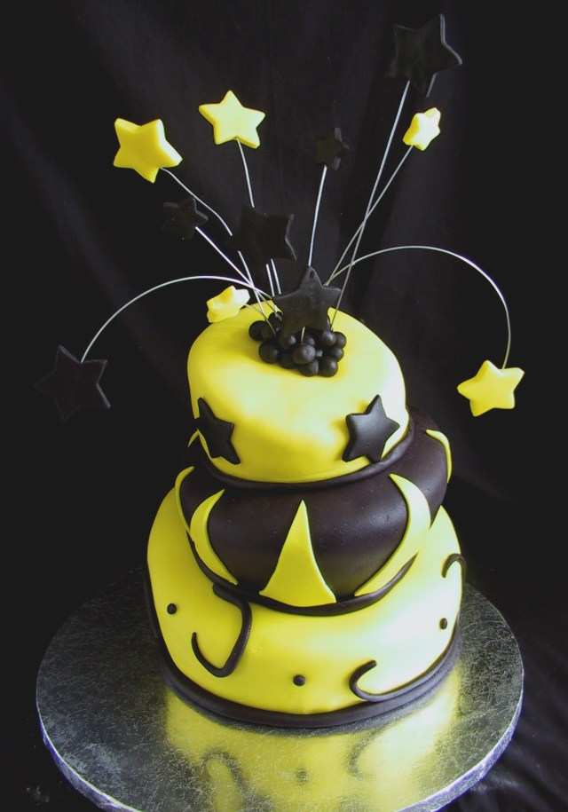 Yellow Birthday Cake Fondant Birthday Cake Black And Yellow Topsy Turvy The Twisted Sifter