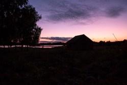 Bild: Schweden - Sonnenuntergang in Kolbodagården in der historischen Provinz Småland in Südschweden. NIKON D700 und AF-S NIKKOR 24-120 mm 1:4G ED VR. ISO 1600 ¦ f/11 ¦ 24 mm ¦ 1/13 s ¦ kein Blitz. Klicken Sie auf das Bild um es zu vergrößern.