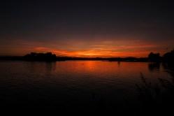 Bild: Sonnenuntergang in Kolboda in der historischen Provinz Småland in Südschweden. NIKON D700 und AF-S NIKKOR 24-120 mm 1:4G ED VR. ISO 200 ¦ f/11 ¦ 24 mm ¦ 1/160 s ¦ kein Blitz. Klicken Sie auf das Bild um es zu vergrößern.