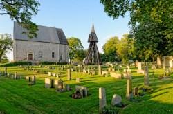 Bild: Stolz und mächtig steht sie da - Die Kirche von Kläckeberga in der historischen Provinz Småland. NIKON D700 und AF-S NIKKOR 24-120 mm 1:4G ED VR.