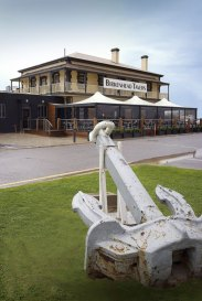 bars-and-entertainment-at-the-birkenhead-hotel-2