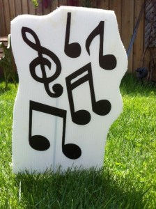 Musical notes lawn ornament