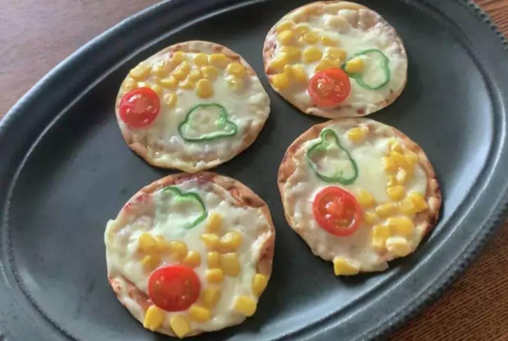 ホットプレートで作る簡単チーズピザ♪