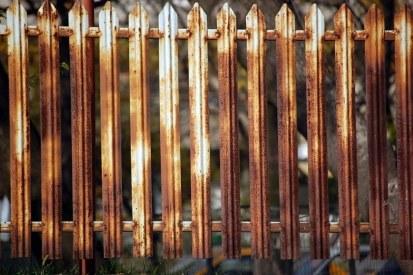 Rusty-metal-fence1521