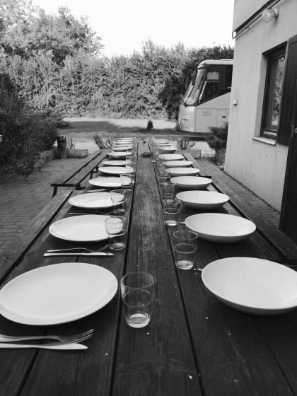 Am Abend unserer Abreise aus Budapest essen wir zum ersten Mal alle zusammen selbst gemachtes Abendessen.