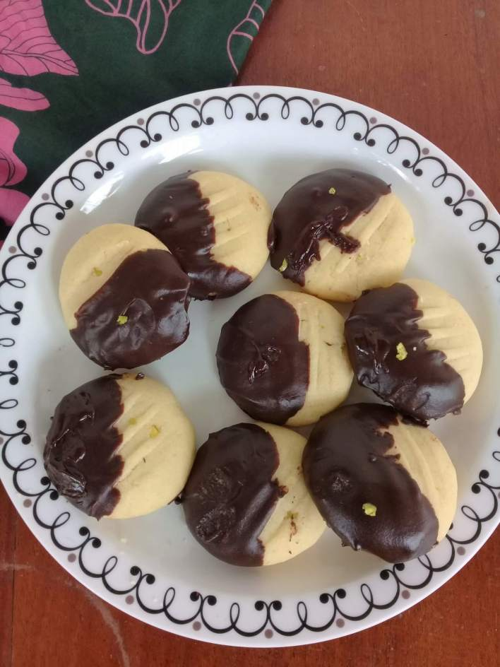 Truly melt in your mouth cookies, dark chocolate orange melting moments should definitely be on the cookie platter this Christmas.