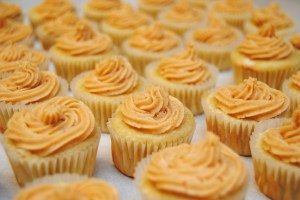 Banana cupcakes with peanut butter frosting1