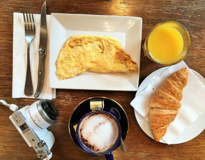 我们在 Marché Mouffetard 走入一间早餐店里,只为了让自己当那一刻的巴黎人。