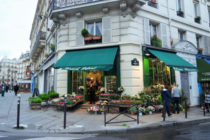 Rue Mouffetard 里的花店。不知怎么的,就觉得它很有异国情调。