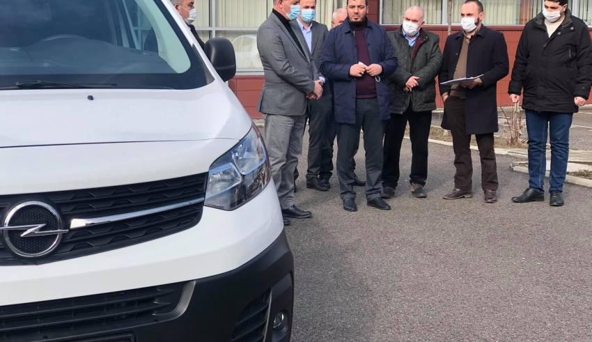 KBI në Obiliq pranon donacion një automjet për bartjen e kufomave nga Komuna e Obiliqit