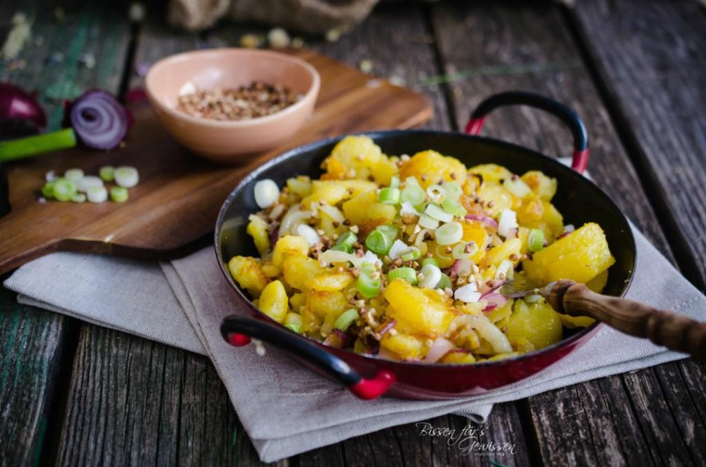 Bratkartoffelsalat mit Buchweizenpops