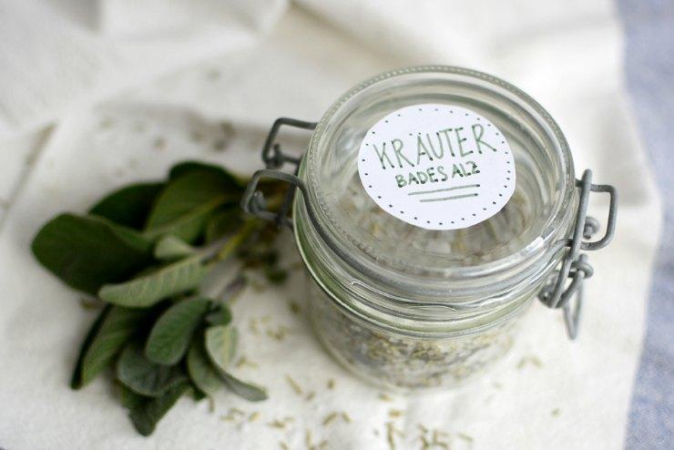 DIY Belebendes Kräuter-Badesalz Geschenk