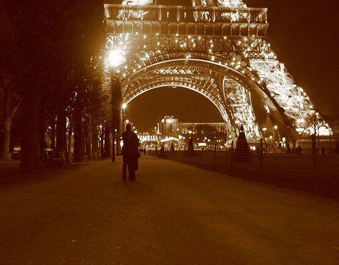 Paris Romance: www.flickr.com/photos/20005495@N00/7991451