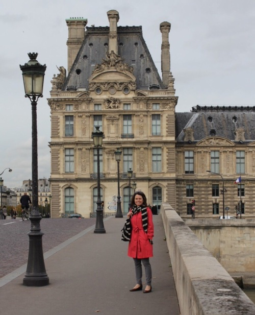 Jennifer in front of Louvre