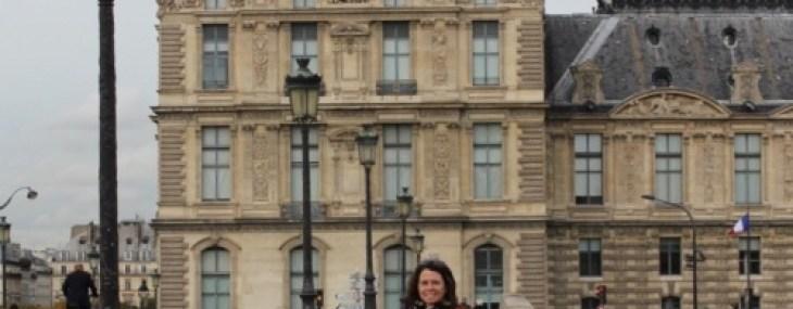 Jennifer in front of Louvre