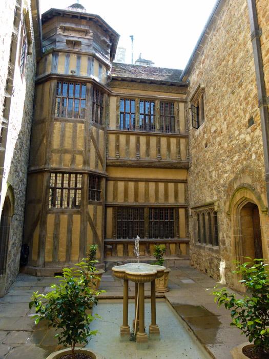 Leeds Castle, inner courtyard