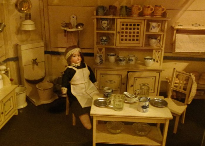 Sudbury Museum of Childhood - German dolls' house
