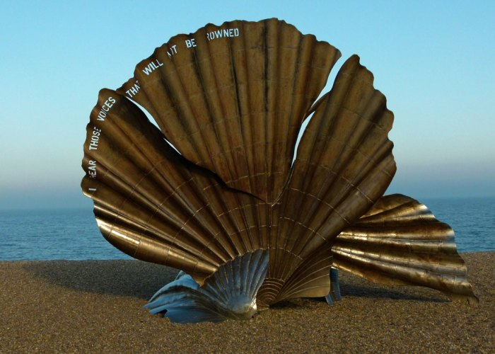 The Scallop, by Maggi Hambling, on Aldeburgh beach