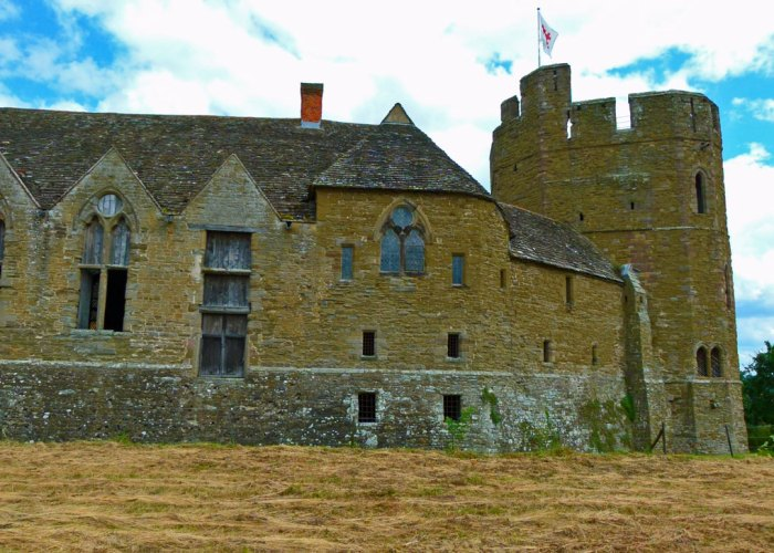 Stokesay Castle, exterior